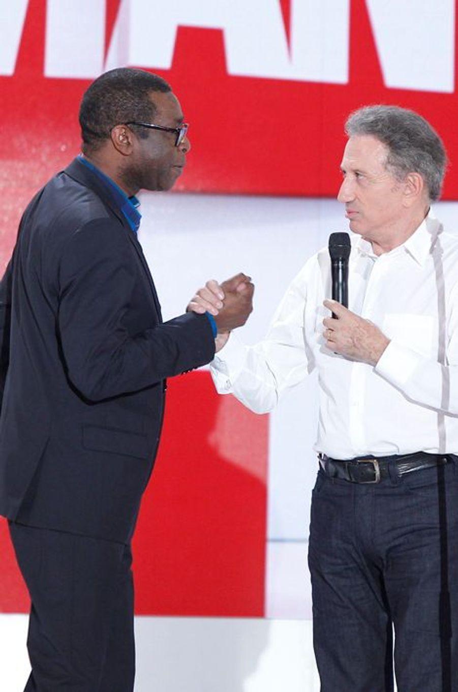 Youssou N'Dour et Michel Drucker lors de l'enregistrement de «Vivement Dimanche» Omar Sy à Paris, le 1er octobre 2014