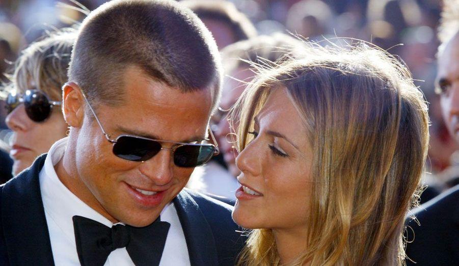 """Vanessa Paradis et Johnny Depp, Jennifer Aniston et Brad Pitt, Eva Longoria et Tony Parker ou encore Bruce Willis et Demi Moore... Ces couples que l'on pensait si solides n'ont pas survécu à l'épreuve du temps. Découvrez en images les duos mythiques, dont la séparation a attristé des millions de fans à travers le monde.Ici, Jennifer Aniston et Brad Pitt. Après sept ans de vie commune, les deux stars ont divorcé en 2005. En cause, la relation extra-conjugale débutée par le comédien avec Angelina Jolie sur le tournage du film """"Mr et Mrs Smith""""."""