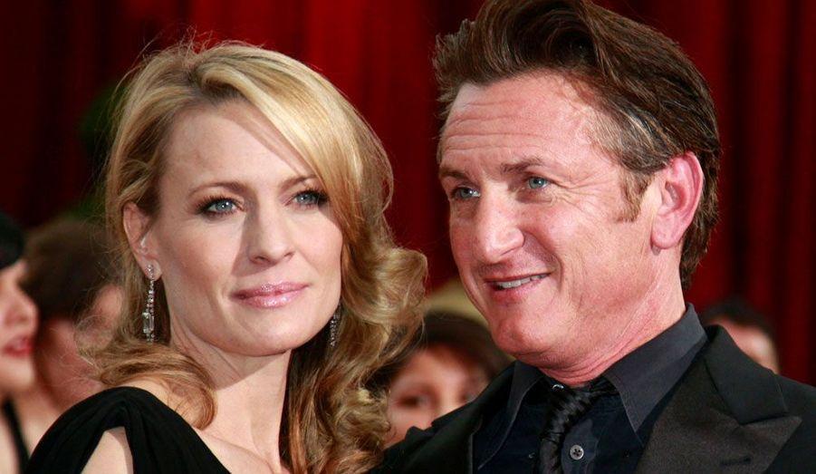 Après avoir entamé puis annulé trois procédures de divorce, Sean Penn et Robin Wright se sont finalement définitivement séparés en 2009 après quatorze ans de mariage.