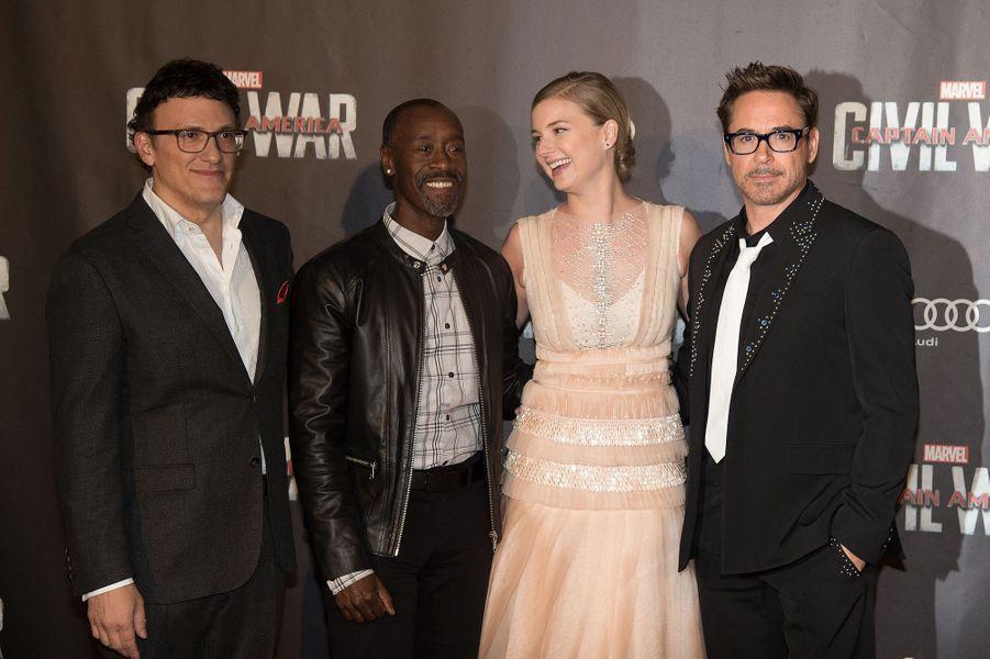 """Anthony Russo, Don Cheadle, Emily Van Camp et Robert Downey Jr., à l'avant-première de """"Captain America : Civil War"""", à Paris, le 18 avril 2016"""