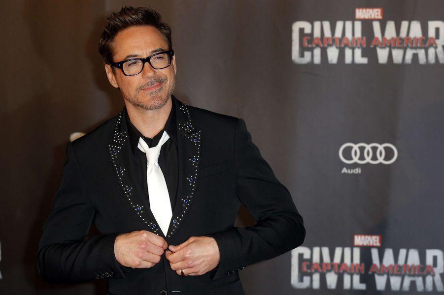 """Robert Downey Jr. à l'avant-première de """"Captain America : Civil War"""", à Paris, le 18 avril 2016"""