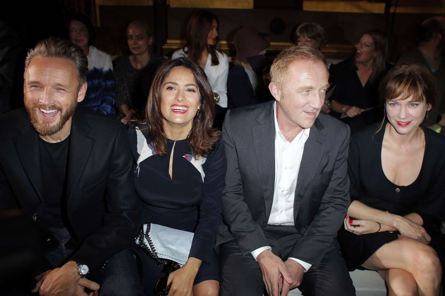 Alasdhair Willis, Salma Hayek, François-Henri Pinault et Marie-Josée Croze au défilé de Stella McCartney à Paris, le 29 septembre 2014.