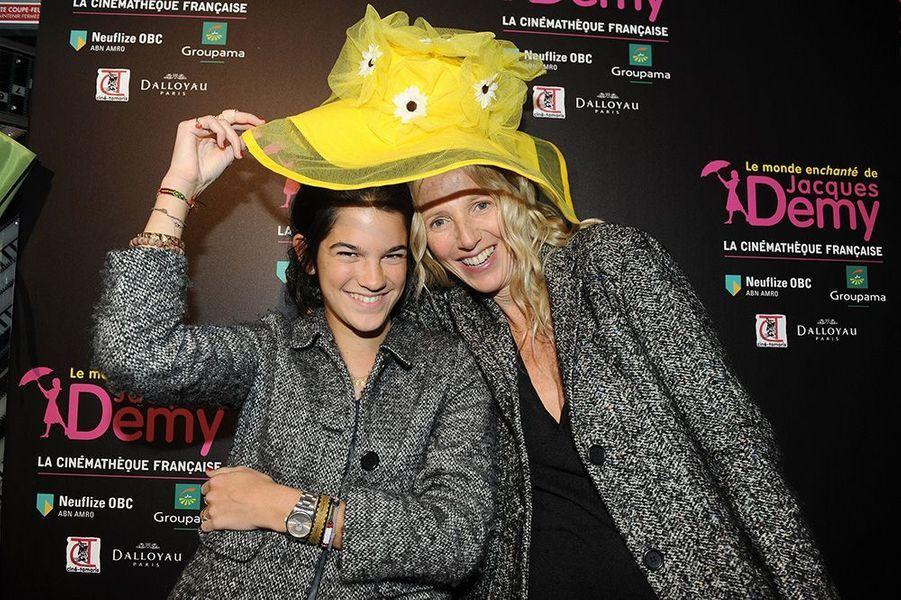Sandrine Kiberlain et sa fille au Vernissage de l'exposition 'JACQUES DEMY', à la cinémathèque française, en avril 2013