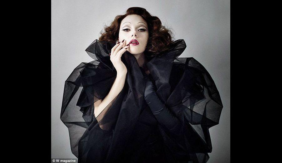 Une Marlène Dietrich sensuelle et vénéneuse…