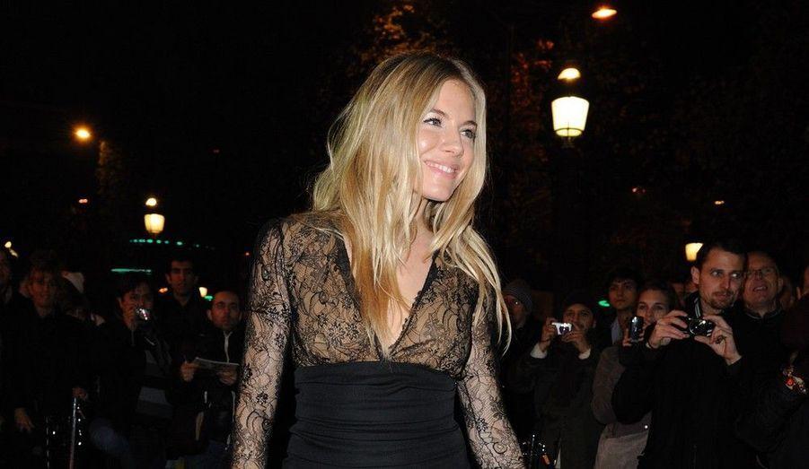 L'actrice anglo-américaine Sienna Miller était l'hôte d'une soirée d'anniversaire hier soir. La belle célébrait les 135 ans de la maison française Lancel, en compagnie de nombreux invités. Retour en images sur la soirée.