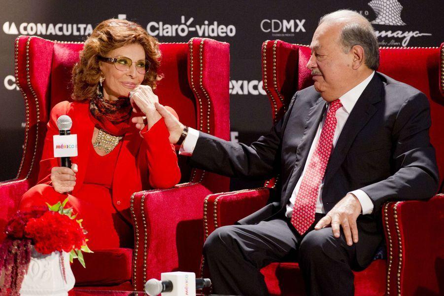Sophia Loren et Carlos Slim à Mexico, le 18 septembre 2014.