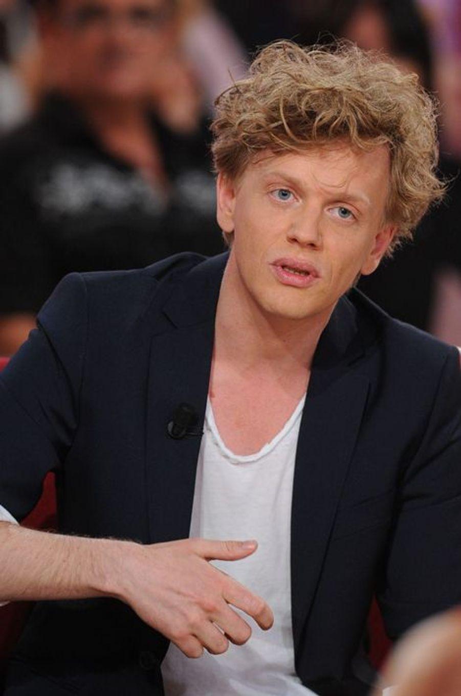 Alex Lutz lors de l'enregistrement de «Vivement Dimanche» Sophie Marceau sur France 2 le 17 septembre 2014.