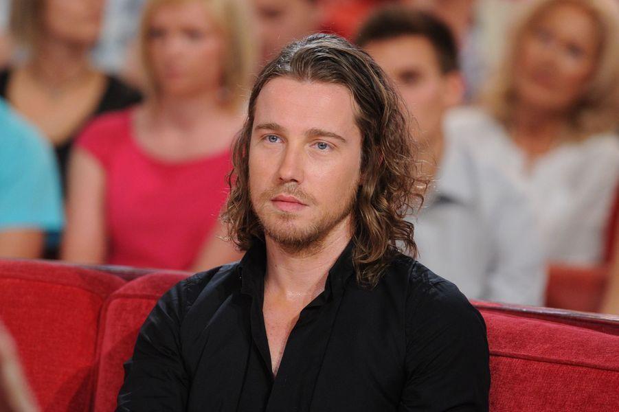 Julien Doré lors de l'enregistrement de «Vivement Dimanche» Sophie Marceau sur France 2 le 17 septembre 2014.
