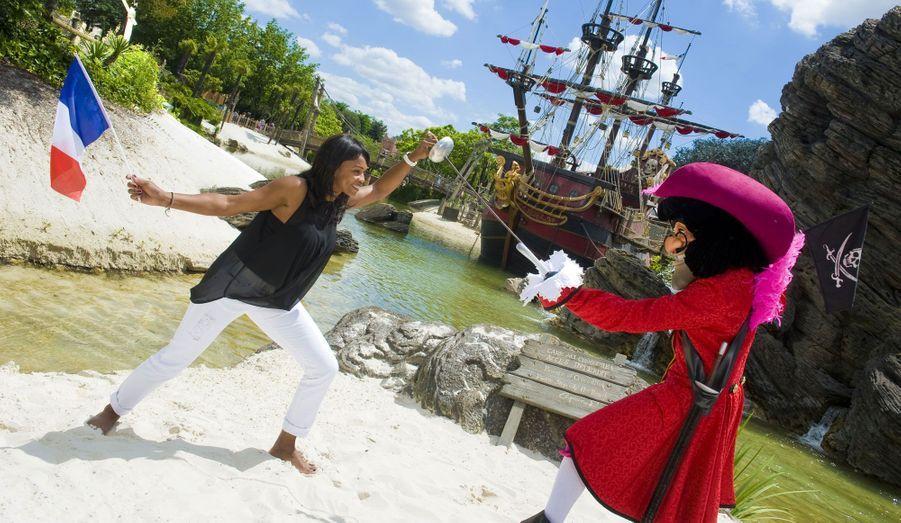 L'escrimeuse Laura Flessel a défié le capitaine sur son territoire.