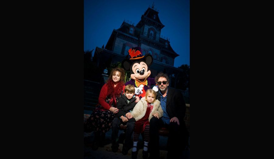 Du 1er octobre au 4 novembre, les personnages de Disney ainsi que Jack et Sally, fêtent les morts, dans le cadre du Festival Halloween de Disneyland.