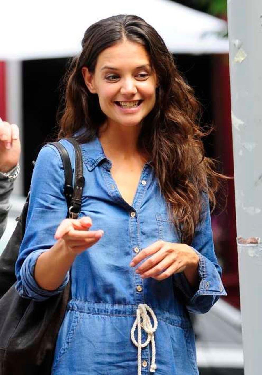 Katie Holmes sur le tournage de «Mania Days» à NewYork le 25 juillet.