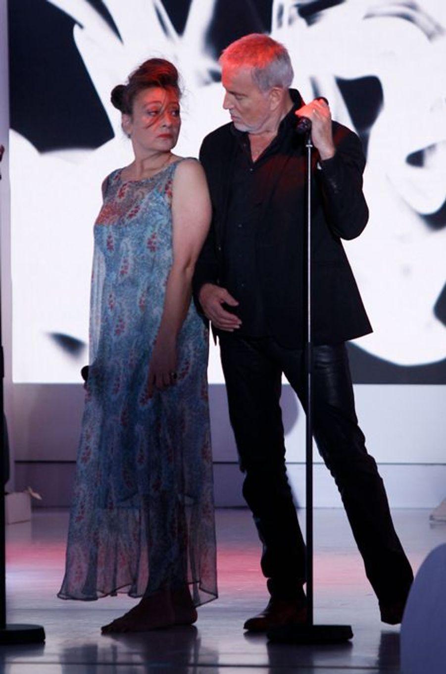 Catherine Ringer et Bernard Lavilliers lors de l'enregistrement de Vivement Dimanche Victor Lanoux, le 12 novembre 2014