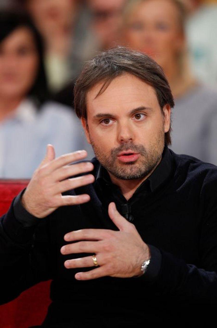 Romain Sardou lors de l'enregistrement de Vivement Dimanche Victor Lanoux, le 12 novembre 2014