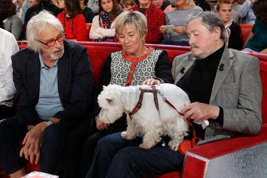 Victor Lanoux avec sa femme et Pierre Richard lors de l'enregistrement de Vivement Dimanche, le 12 novembre 2014