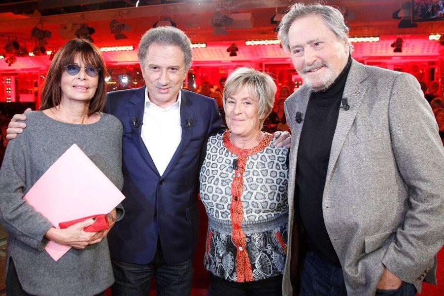 Victor Lanoux, avec sa femme, Michel Drucker et Françoise Coquet, lors de l'enregistrement de Vivement Dimanche, le 12 novembre 2014