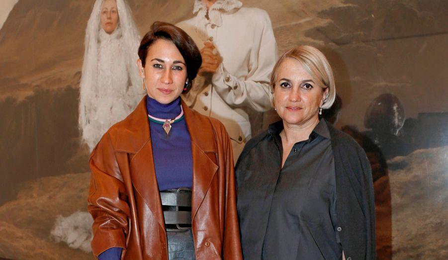 Delfina Delettrez-Fendi, qui possède sa marque de joaillerie, et sa mère, Silvia Fendi.