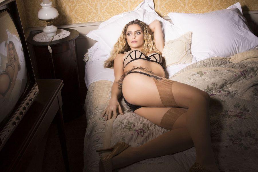 Calendrier 2020 De Clara Morgane.Clara Morgane Toujours Plus Sexy Pour Son Calendrier 2017