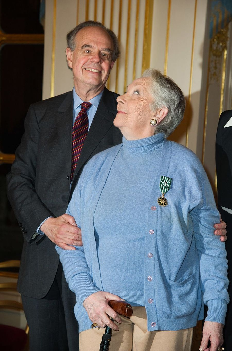 Claude Gensac décorée par le ministre de la Culture Frédéric Mitterrand, 2012.