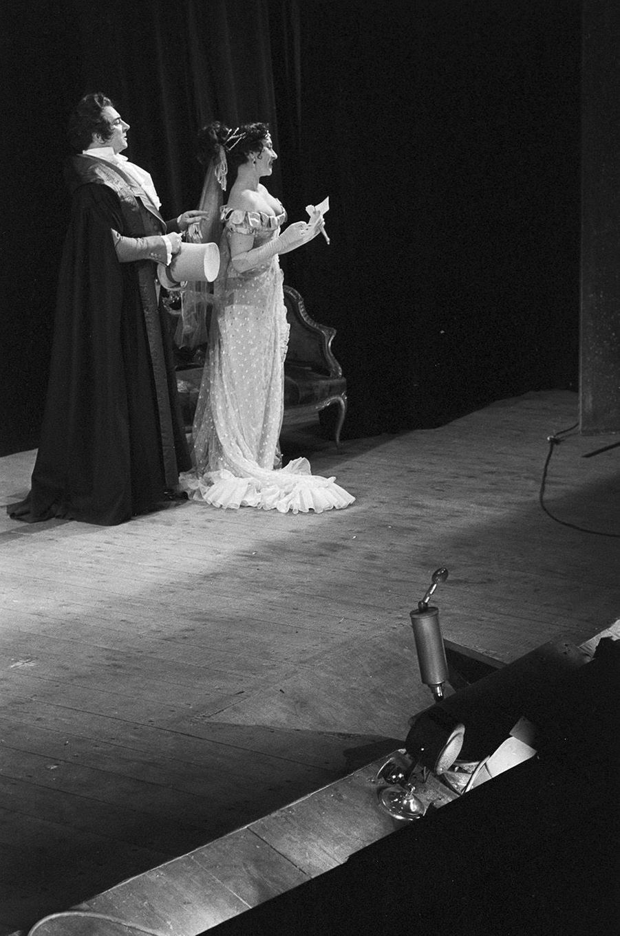Claude Gensac sur la scène de la Comédie Française, novembre 1953.