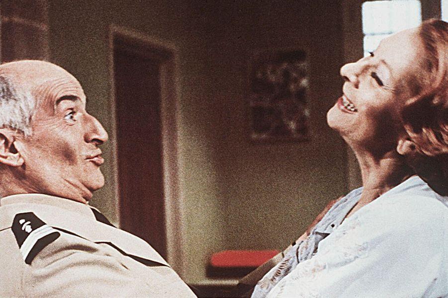 """Claude Gensac et Louis de Funès dans """"Le Gendarme se marie"""", 1968."""