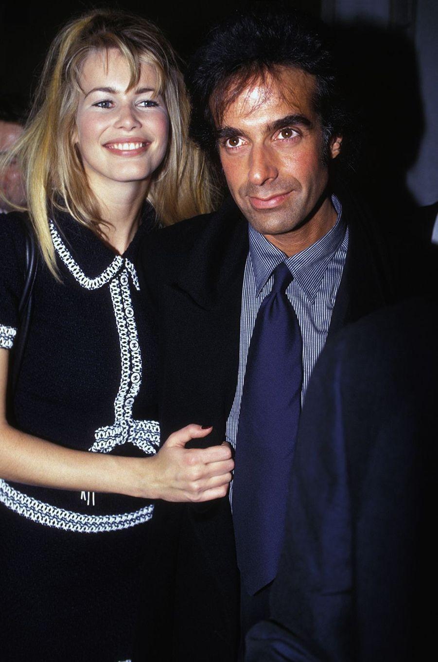 Claudia Schiffer et son compagnon d'alors David Copperfield au défilé Chanel à Paris en 1994