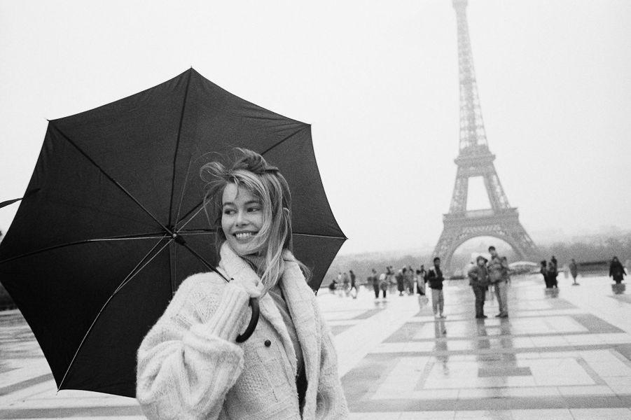 Claudia Schiffer lors d'un shooting à Paris en 1990