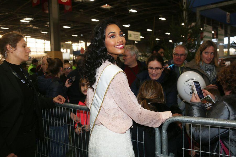 Clémence Botino, Miss France 2020, visite le Salon de l'agriculture à Paris le 26 février 2020.