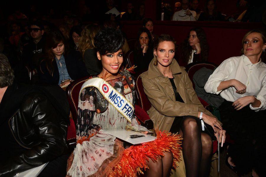 Clémence Botinolors du défilé Jean Paul Gaultier, présenté à la Fashion Week Haute Couture 2020 de Paris.