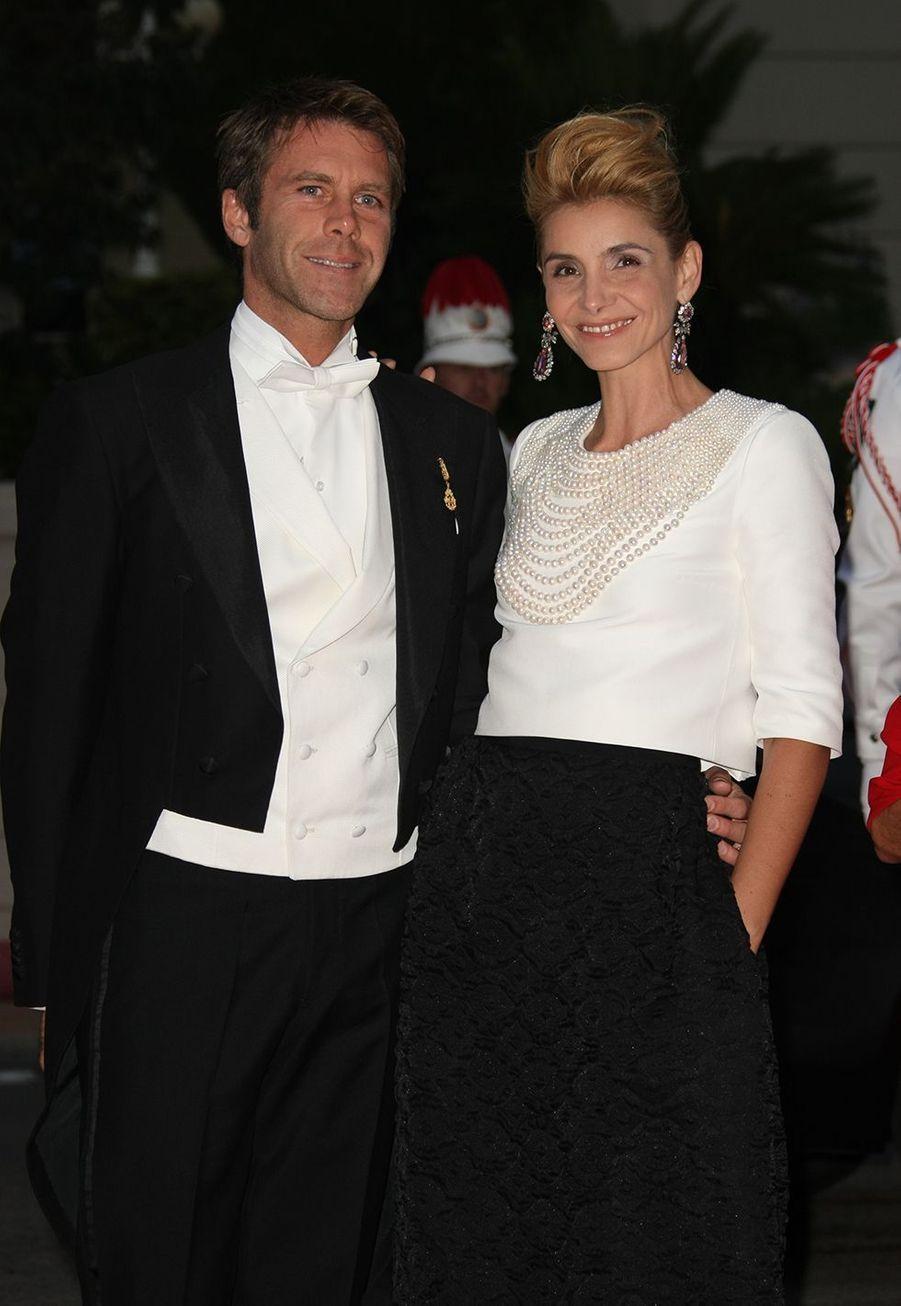 Le prince Emmanuel Philibert de Savoie et la princesse Clotilde Courau assistent à la cérémonie religieuse du mariage royal du prince Albert II de Monaco avec la princesse Charlène de Monaco, le 2 juillet 2011 à Monaco.