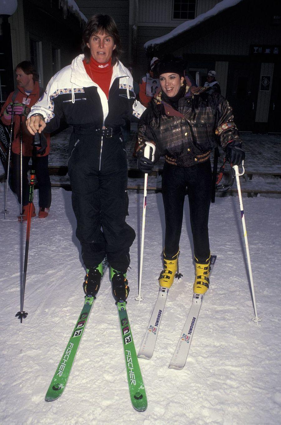 Bruce et Kris Jenner au ski à Banff, au Canada, en janvier 1991