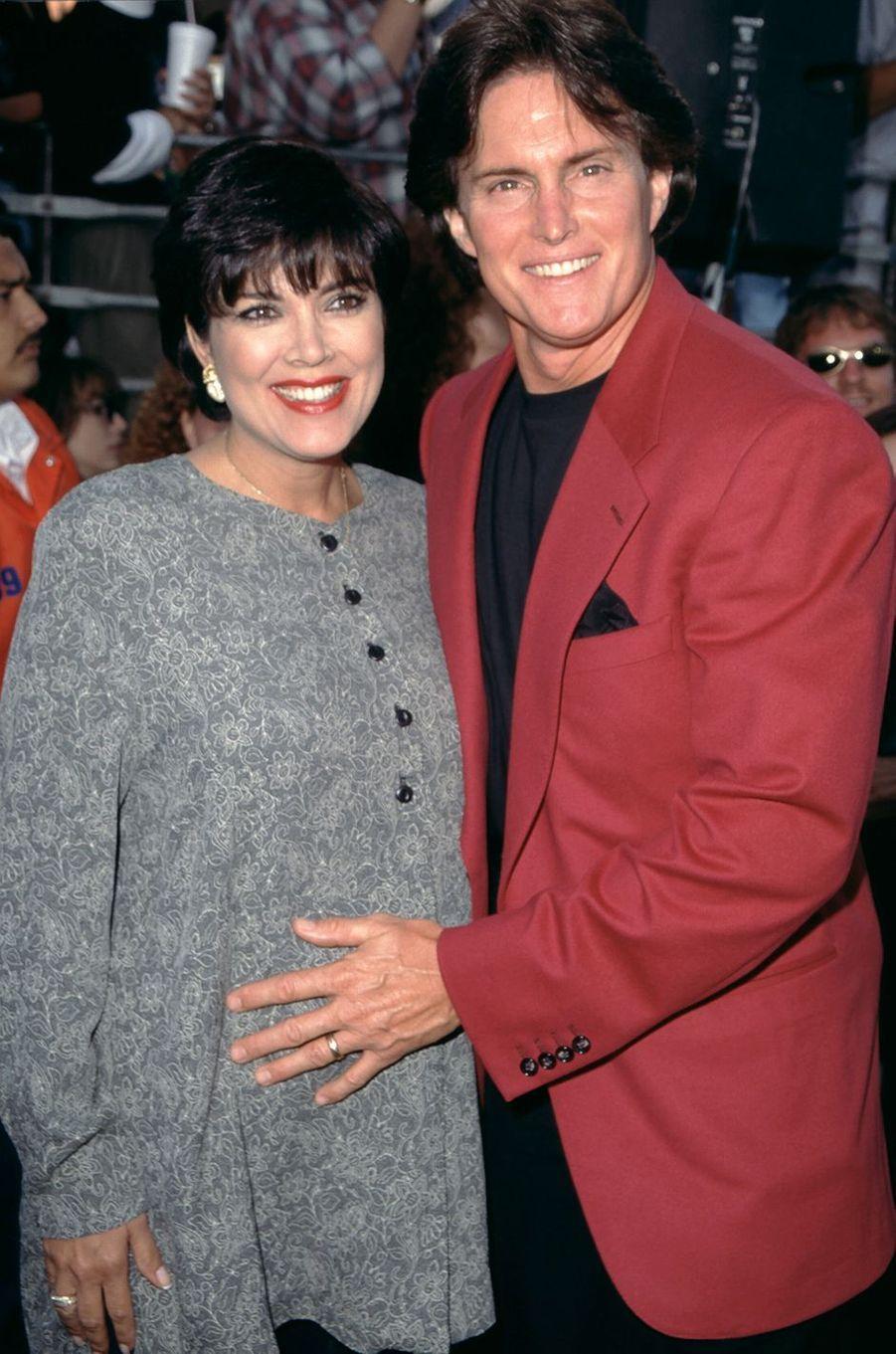 Kris (alors enceinte de sa fille Kendall) et Bruce Jenner à un événement à Los Angeles en 1995