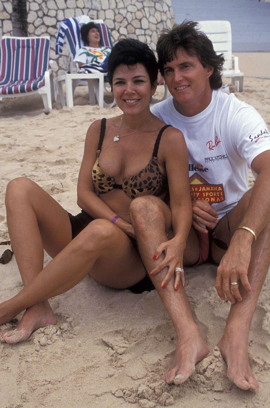 Kris et Bruce Jenner lors d'un événement caritatif organisé par le monde du sport en Jamaïque en septembre 1993