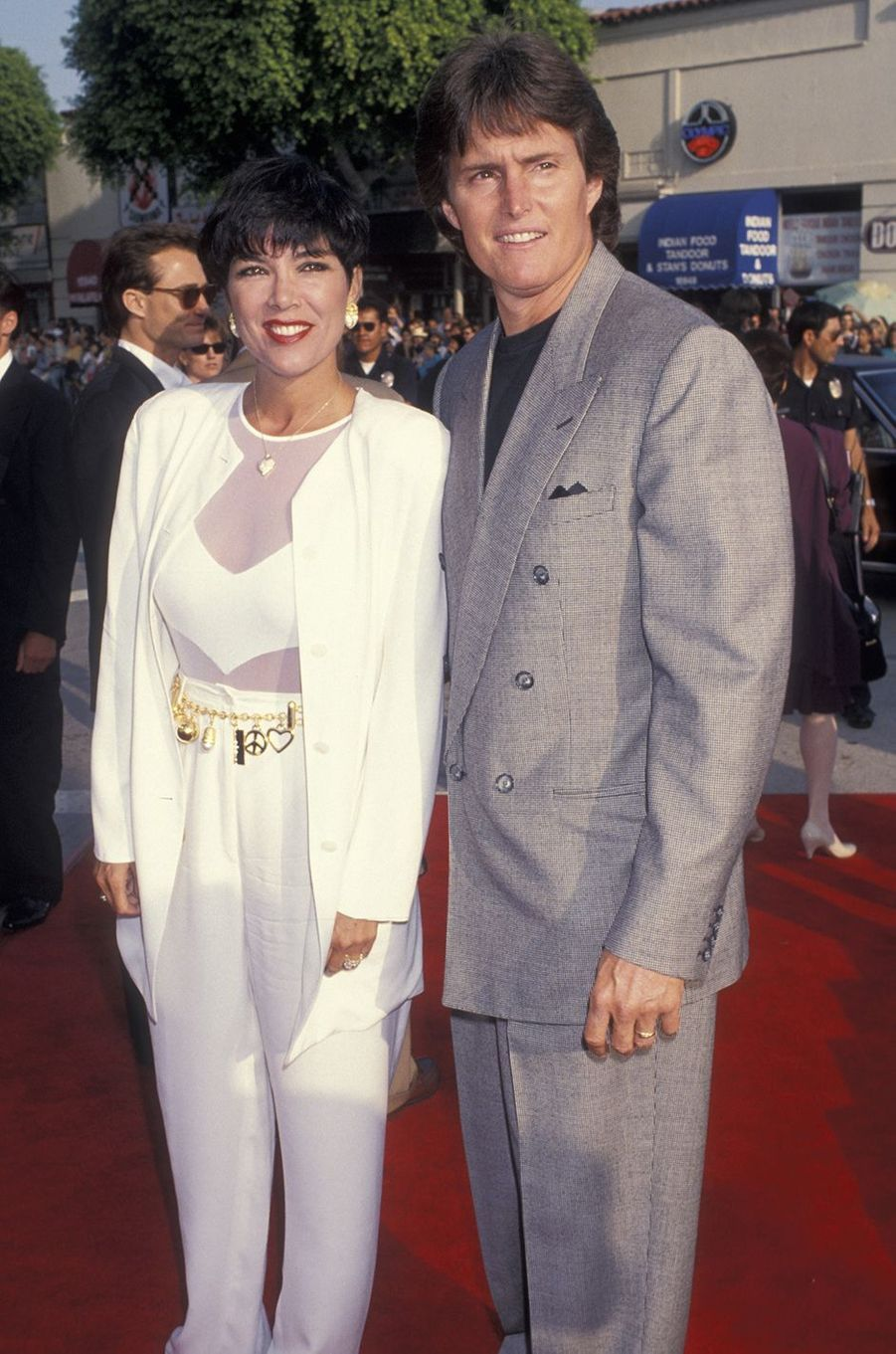 Kris et Bruce Jenner à la première du film «Last Action Hero» à Los Angeles en juin 1993