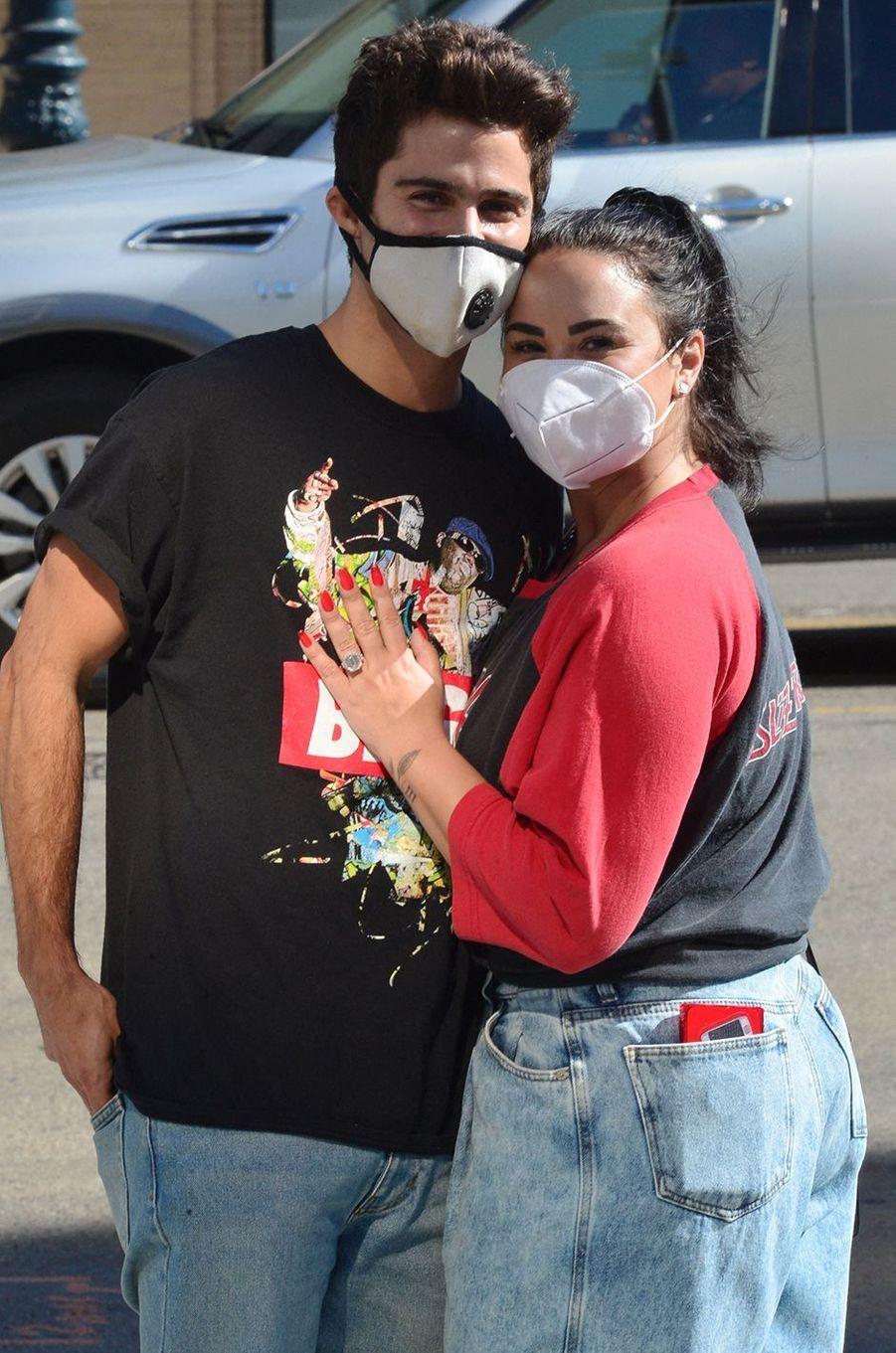Max Ehrich et Demi Lovato ont annoncé leurs fiançailles en grande pompe en juillet 2020 après quatre mois de relation. La chanteuse les a annulées en septembre.