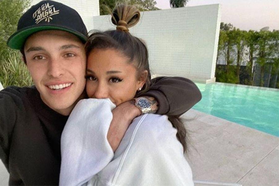 Ariana Grande et Dalton Gomez : la relation de la chanteuse et de l'agent immobilier a été révélée en février 2020 par TMZ