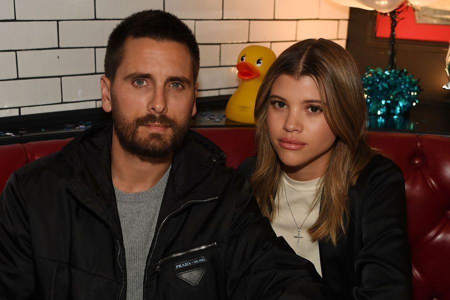Scott Disick et Sofia Richie ont «définitivement rompu» en août 2020 d'après le site E! News. Le couple se fréquentait depuis 2017.
