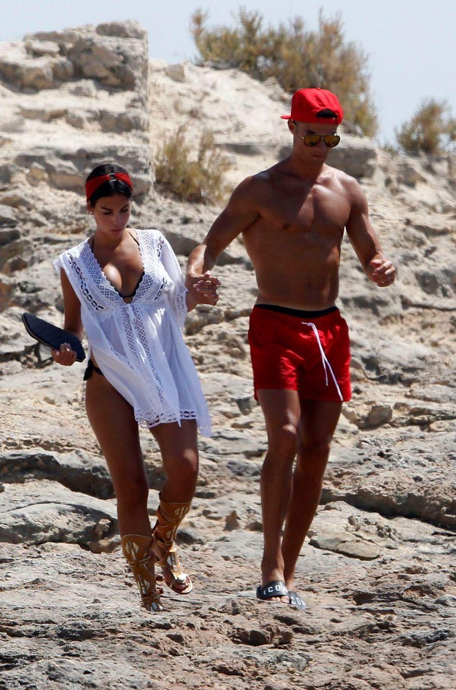 Cristiano Ronaldo et Georgina Rodriguez à Formentera, le 11 juillet 2017.