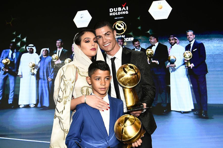 Cristiano Ronaldo à Dubaï avec sa compagne Georgina Rodriguez , son fils Cristiano Jr.
