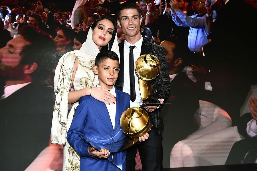Cristiano Ronaldo à Dubaï avec sa compagne Georgina Rodriguez et son fils Cristiano Jr.