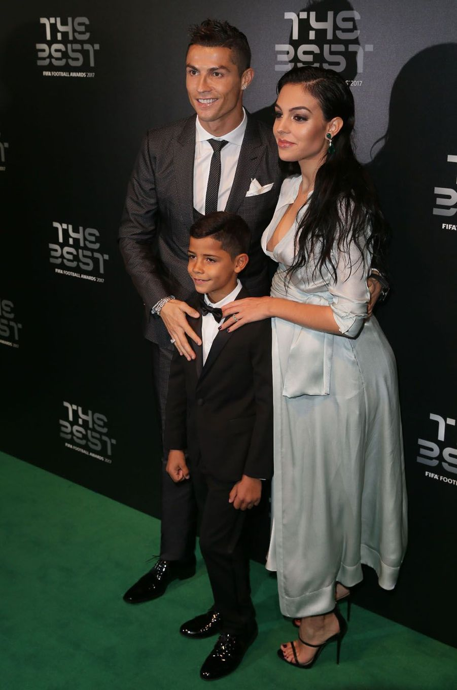 Cristiano Ronaldo, Georgina Rodriguez et Cristiano Junior à la cérémonie des Best Fifa Football Awards à Londres, le 23 octobre 2017.