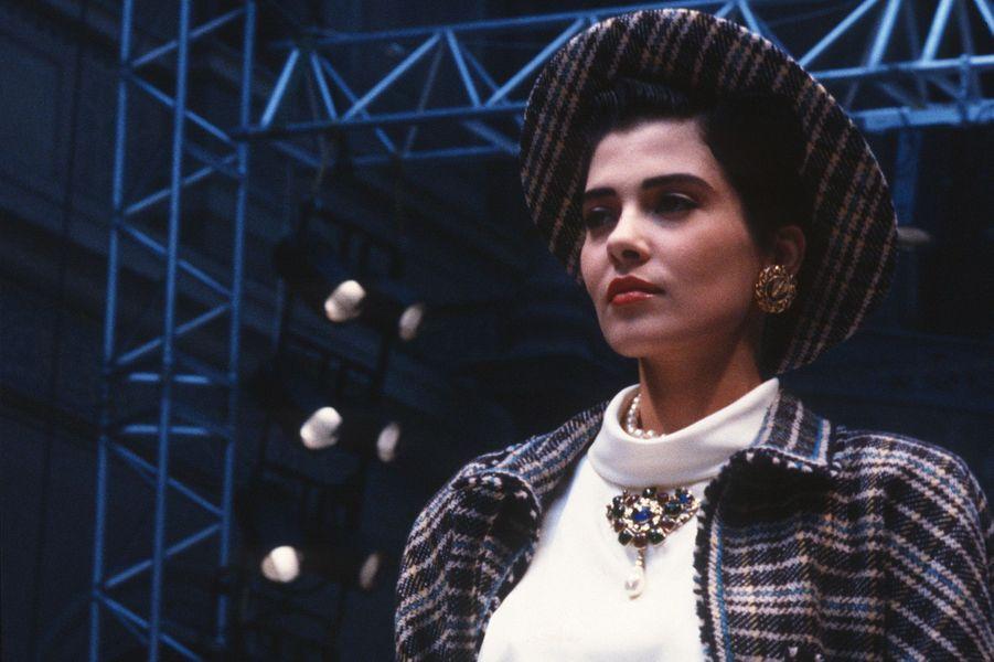 Cristina Cordula au défilé Chanel à Paris en 1986.