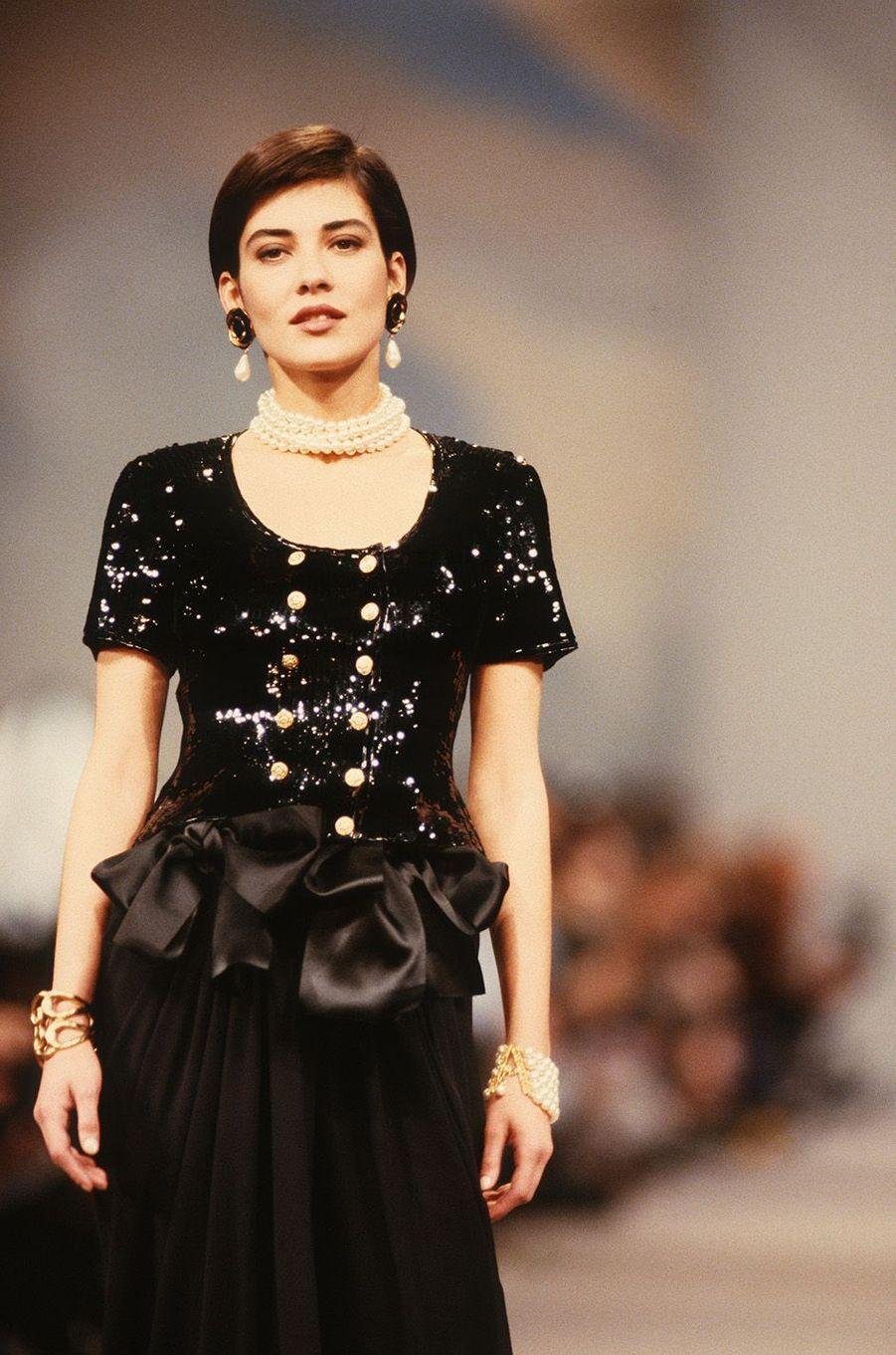 Cristina Cordula au défilé Chanel à Paris en 1989.