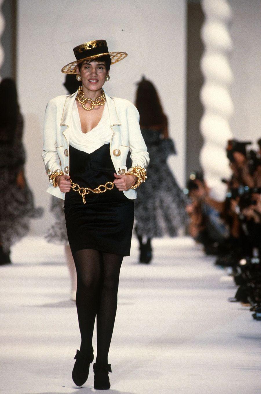 Cristina Cordula au défilé Chanel à Paris en 1990.