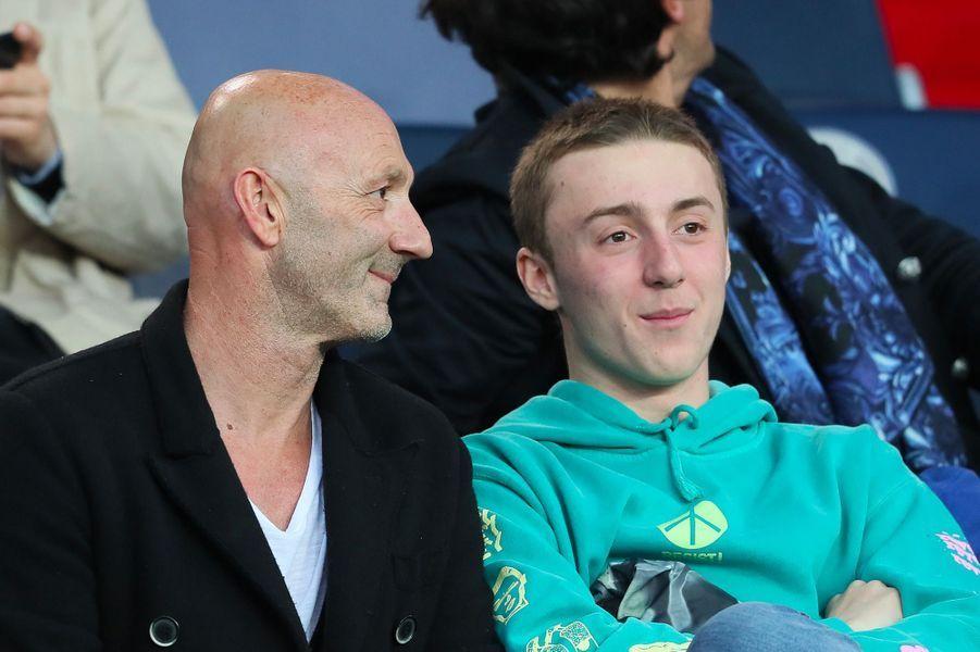 Fabien Barthez et son fils Lenny dans les tribunes du match PSG-Monaco