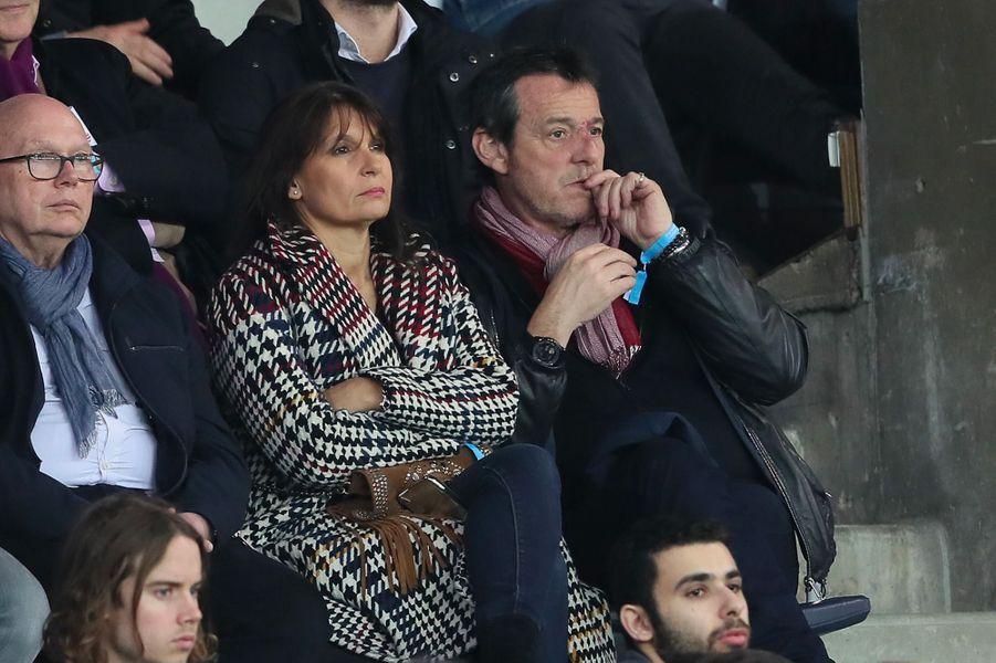 Jean-Luc Reichmann et sa femme Nathalie dans les tribunes du match PSG-Monaco