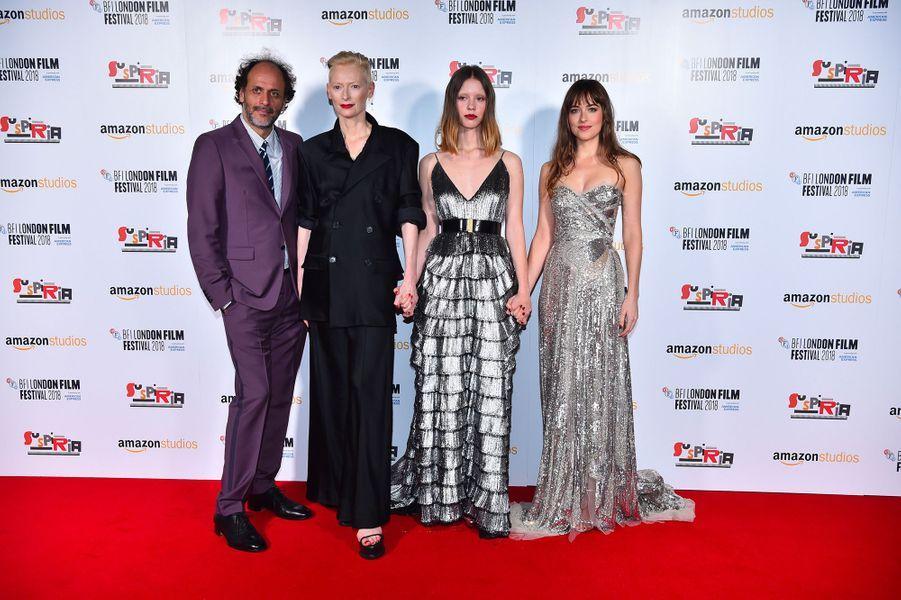 "Luca Guadagnino, Mia Goth, Tilda Swinton et Dakota Johnson à l'avant-première de ""Suspiria"" à Londres, mardi 16 octobre"
