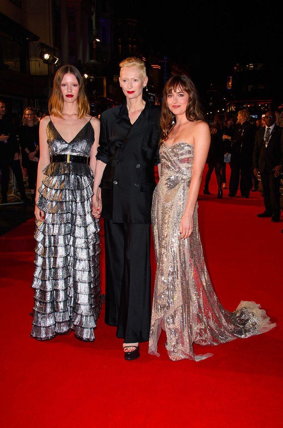 """Mia Goth, Tilda Swinton et Dakota Johnson à l'avant-première de """"Suspiria"""" à Londres, mardi 16 octobre"""