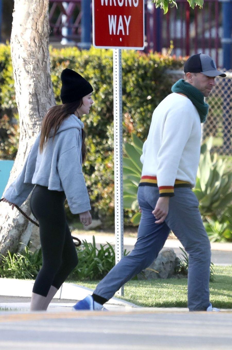 Dakota Johnson et Chris Martin à Malibu le 29 mars 2020