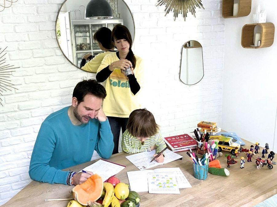 Delphine : « Le matin, pendant le confinement, nous faisions la classe avec Victor. Ensuite, chaque jour, Christophe réalisait une recette simple et familiale que je shootais pour nos réseaux sociaux. »