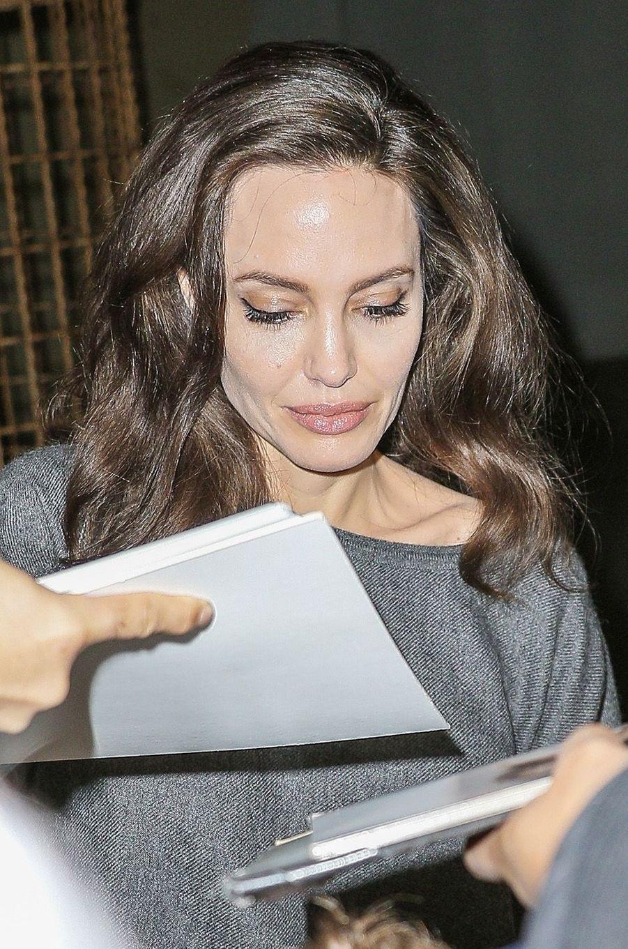 Angelina Jolie rencontre ses fans à l'Egyptian Theatre, le 13 novembre 2017.